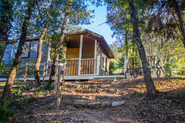 Chalet Campagnard - Location insolite du Camping du Domaine d'Anglas