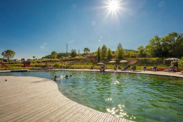 camping cévennes bord de riviere avec piscine