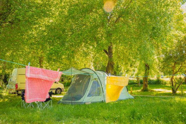 emplacement ombragé au bord de la rivière Hérault