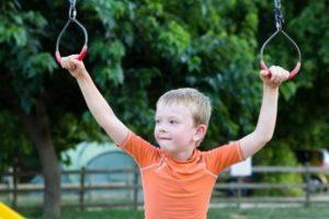 Enfant acrobate