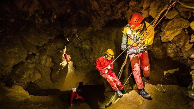 spéléologues et grotte