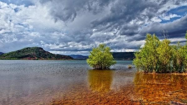 Lac du Salagou coloré
